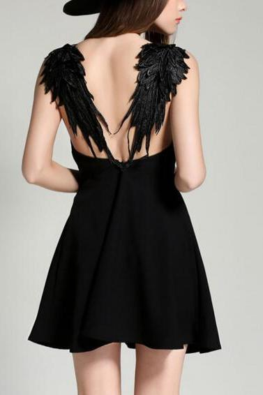 2017 Fashionable angel wings dress Deep V-neck halter dress Black / white sexy dress NZ478